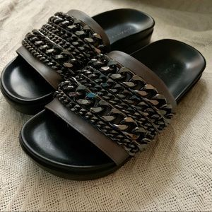 Kendall & Kylie slides (size 5.5)